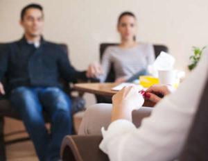 El internamiento del paciente en el tratamiento debe ser voluntario. Si hay una negación, podemos apoyar a la familia para que el paciente acepte su enfermedad e incremente su deseo de recuperación.